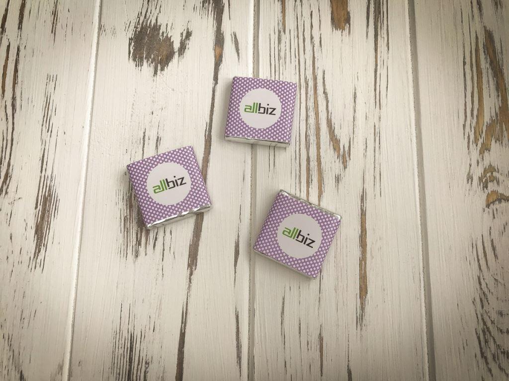 Сувенирные мини шоколадки с лого 5 грамм